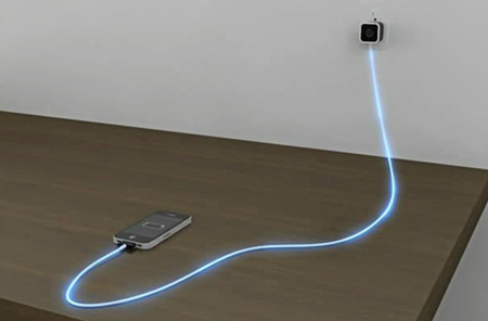 Кабель зарядного устройства имеет прозрачную оплетку, а провод оснащён... для iPhone, iPod Touch и iPad.