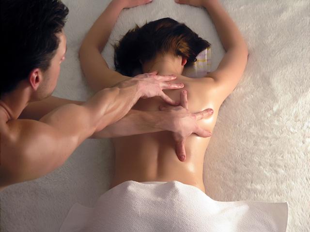 lesbiyanka-massazh-podruge
