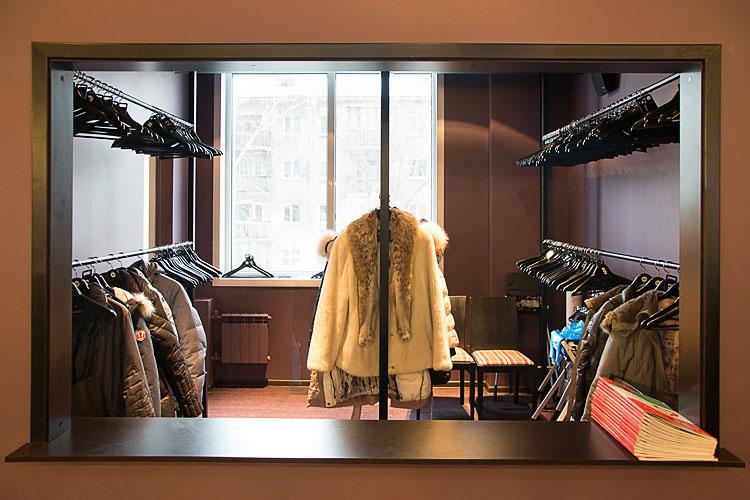 Верхнюю одежду оставлять в гардеробе