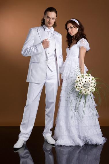 Почему невеста в белом а жених в чёрном