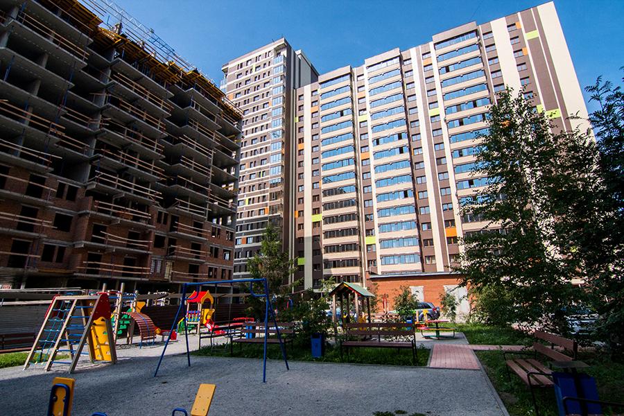 Благодаря продуманной архитектуре секций комплекса, на площадке уютно, тихо и солнечно.