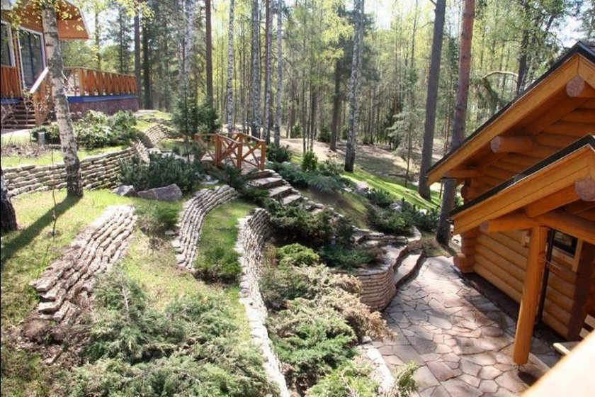 Дизайн участка на склонах