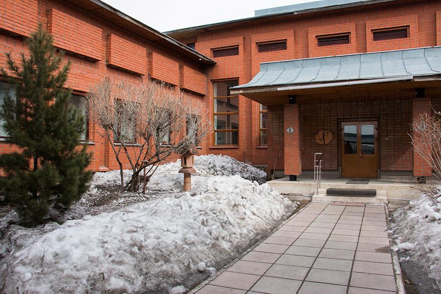 Рядом с ЖК «Европейский» расположен муниципальный культурный центр «Сибирь-Хоккайдо». Здесь проходят экскурсии, игры, чайные церемонии, а также есть спортивные и танцевальные секции для взрослых и детей. Приобщиться к культурным мероприятиям могут все члены семьи.