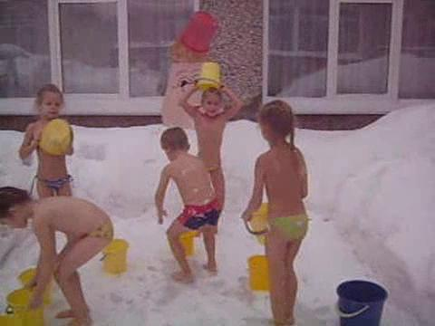 Смотреть видео голые люди обливаются водой фото 140-2