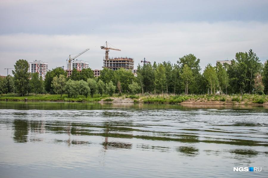 В феврале 2013 года Новосибирск впервые услышал о планах компании «Техно-Спорт» сделать в районе острова Высокий большой развлекательный комплекс с аквапарком, пляжем и прокатом лодок. Кризис перечеркнул планы на аквапарк, но через пролив от лодочной станции компания по-прежнему хочет сделать большой общественный пляж, однако детали проекта и сроки реализации пока не раскрывает.