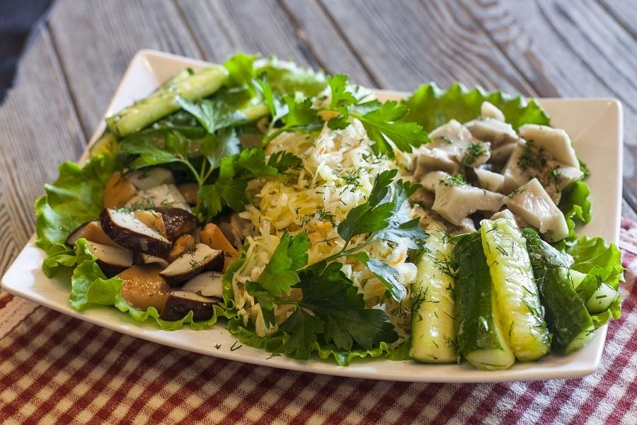 Рецепт салат из солёных груздей с