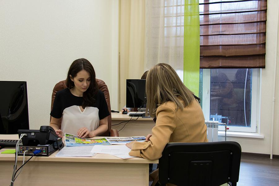 Для удобства покупателей отдел продаж переехал непосредственно в комплекс «Европейский» и находится в его первой секции. Специалисты компании с удовольствием проведут для вас индивидуальную экскурсию по комплексу.