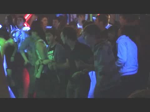 Смотреть видео парень прёт девушку в закутке в клубе фото 549-496