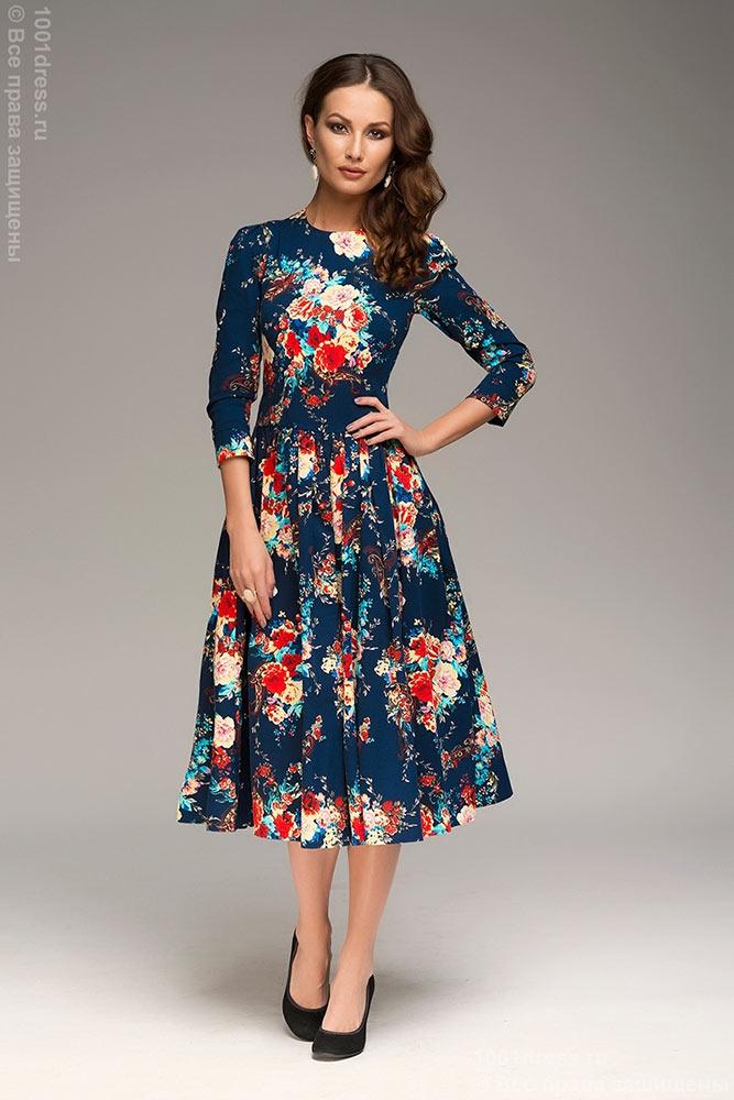 Платье с рисунком в цветочек