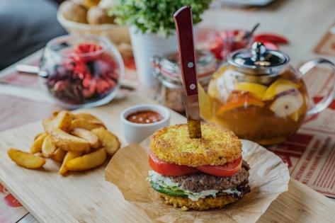 Пловбургеры (рисбургеры) появились в ресторане «Рис, баран и барбарис»