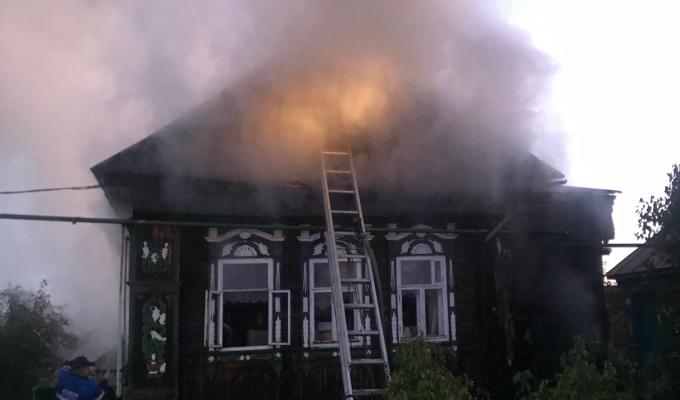 В Арзамасском районе ночью на пожаре погибли два человека. СК проводит проверку
