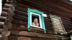 «Учитесь летать»: мачеха снесла лестницу в квартиру падчерицы и оборудовала в подъезде кухню