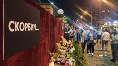 Тысячи людей пришли проститься с погибшими к школе в Казани. NN.RU побывал на месте событий