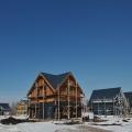 Клубный поселок займет порядка  5 %  от территории «Деревни Мира» площадью 255 га —сейчас здесь завершается строительство домов первой очереди