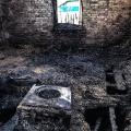 Так выглядели после пожара кухня и комната, где спали дети