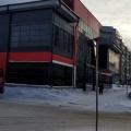 Местные жители жалуются, что из-за отсутствия зоны разгрузки фуры перегораживают проезд вдоль нового здания