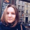 Елизавета на одной из центральных улиц Праги