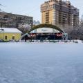 Каток в Центральном парке открылся 15 декабря 2017 года — он работал практически ежедневно
