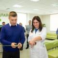 Торжественное разрезание ленточки на открытии центра в Новосибирске