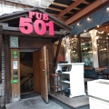 Название бар получил от известной марки джинсов