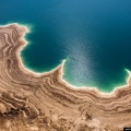 Мёртвое море назвали так потому, что в его солёной воде нет жизни, кроме нескольких видов бактерий
