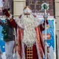 Дед Мороз на площадке перед оперным театром