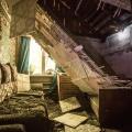 Потолок рухнул утром прямо на кровать — к счастью, на ней никого в этот момент не было