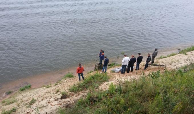 В Павловском районе мужчина на «Ниве» улетел в Оку. Его тело поднимали с 4-метровой глубины
