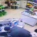 Сперва он грабил цветочные магазины, а после перешёл на офис выдачи микрокредитов