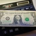 Курс доллара опустился на уровень апреля 2017 года