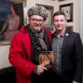 Всемирно известный историк моды и телеведущий Александр Васильев и директор новосибирского аукционного дома GETART Григорий Гапонов