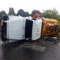 «На улице Полякова, в районе городской свалки, столкнулись ВАЗ и бензовоз. В результате ДТП бензовоз опрокинулся», — сообщают спасатели МАСС