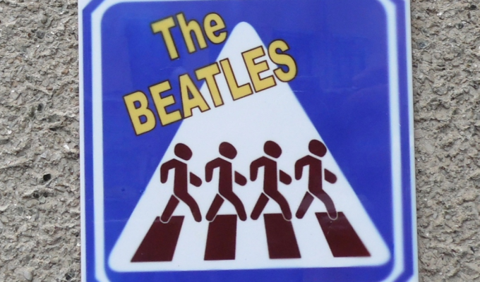 «Пока акцентируюсь на роке 60–70-х»: Нижегородский Бэнкси сделал плитку, посвященную The Beatles