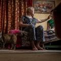 Зоя Викторовна говорит, что если бы не подаренная им кошка, то по ночам по ним с детьми бегали бы пробирающиеся в старую квартиру мыши