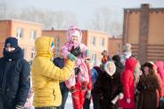 «Широко живёшь, маслено ешь»: как в Новосибирске проходила Масленица [фоторепортаж]