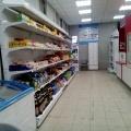 Пиво на почте теперь можно купить в четырёх районах Новосибирска: Ленинском, Калининском, Дзержинском и Заельцовском. Напитки стоят на полке в левом нижнем углу фото