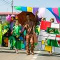 Бронзовому Андрею Поздееву надоело стоять в одиночестве на пр. Мира с 2000 года, и он встал во главе детского карнавала к дню рождения Красноярска