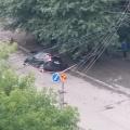Машина провалилась в яму около 8 часов утра