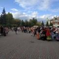 На площади перед Первомайским сквером водили хороводы и пели песни