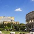 В игре оперный театр оказывается не у Колизея, а в одном из жилых кварталов Рима
