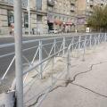 Новый забор был построен в рамках программы «Безопасные и качественные дороги»