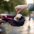Собирающих деньги на улицах обвинили в мошенничестве