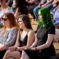 На набережной собрались тысячи выпускников