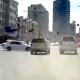 «Куда ты рулишь?»: битва у ЦУМа — Mercedes таранит Lexus и Honda (видео)