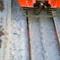 Прохожий упал на скользкой платформе и скатился под грузовой поезд