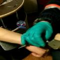 Спасатели освобождают молодых людей от наручников