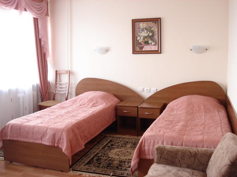 Трехместный стандартный (семейный) номер. Фото: www.hotelkuzbass.ru