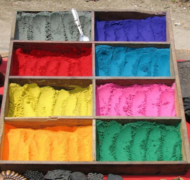 Продажа цветного мела в индуистском Храме Пашупатинатх. Автор: mckaysavage. Фото:  www.flickr.com