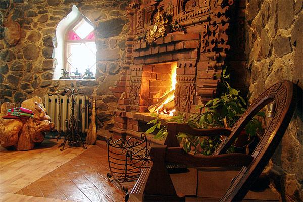 Каминный зал, столовая в Охотничье доме   fortbaikal.ru