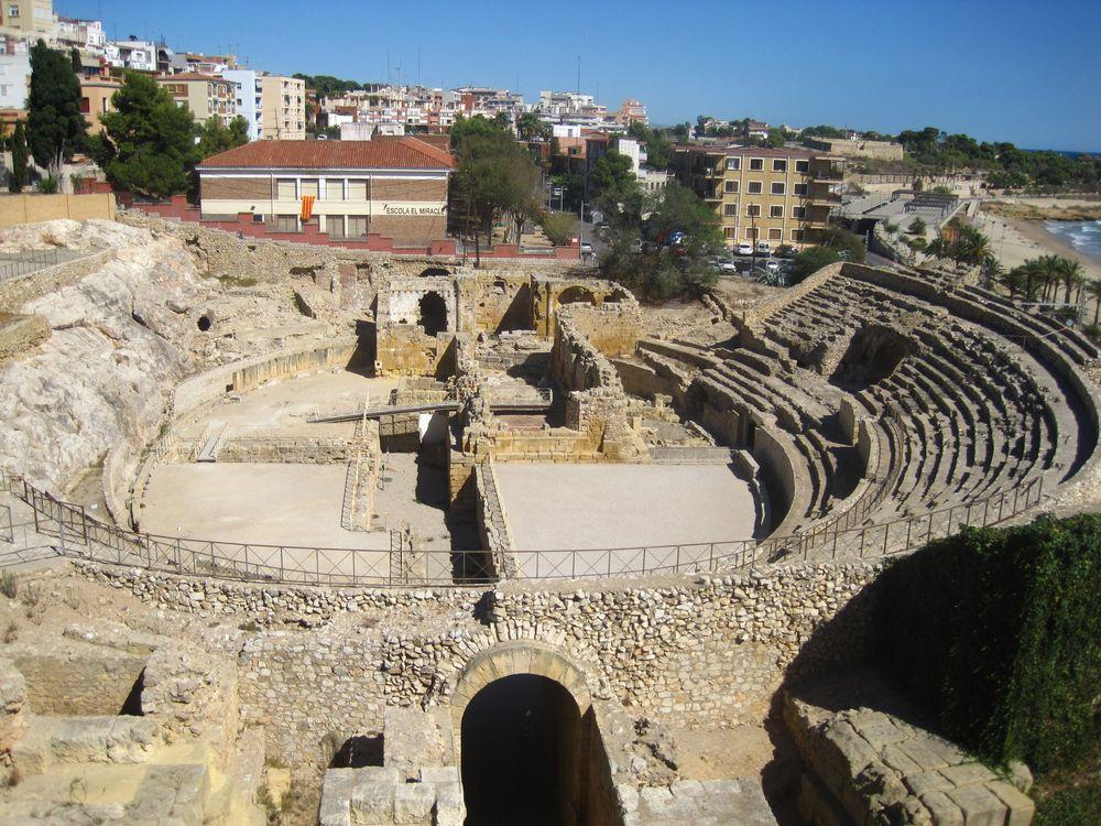 Римский амфитеатр.  Автор: Евгения Перевалова